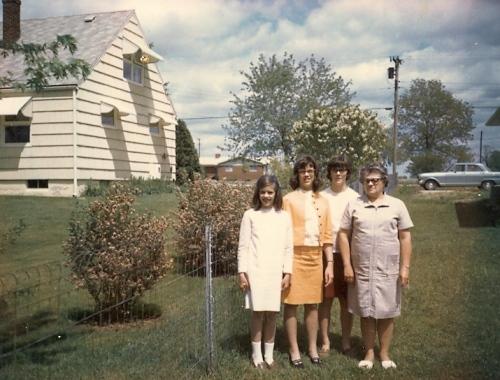 Carolyn, Lynnette, Yvonne with Gram - 1967
