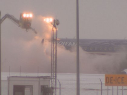 Southwest de-icing operation - 12 May 2011